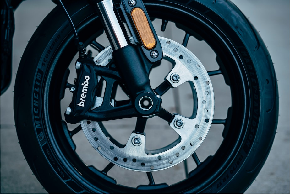Livewire electric motorcycle wheel and break system