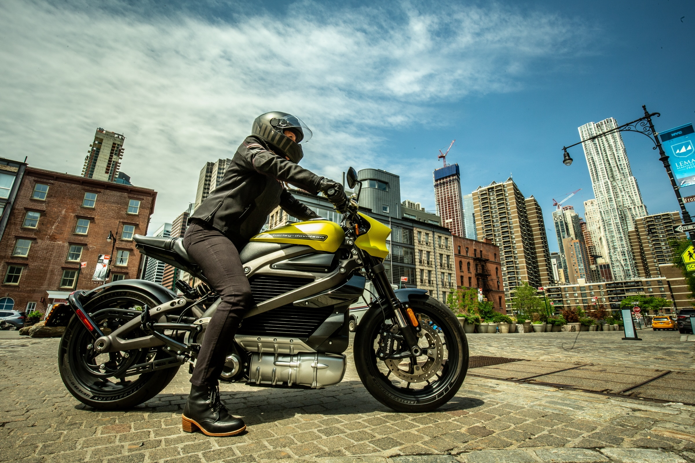 Harley-Davidson LiveWire Beckons a New Motorcycling