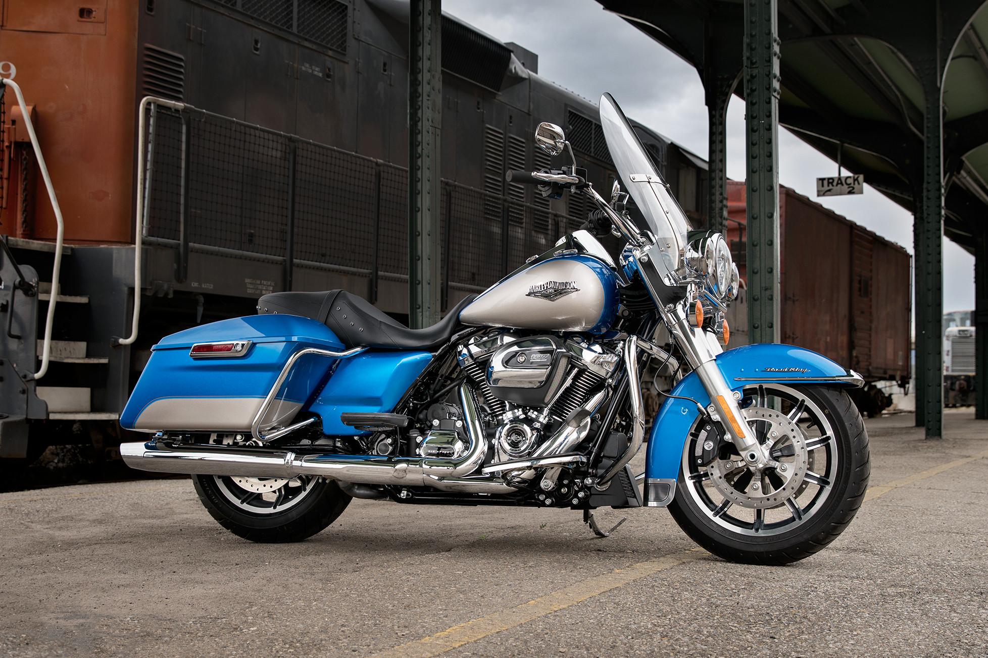 Harley Davidson Road King Classic Blue Book