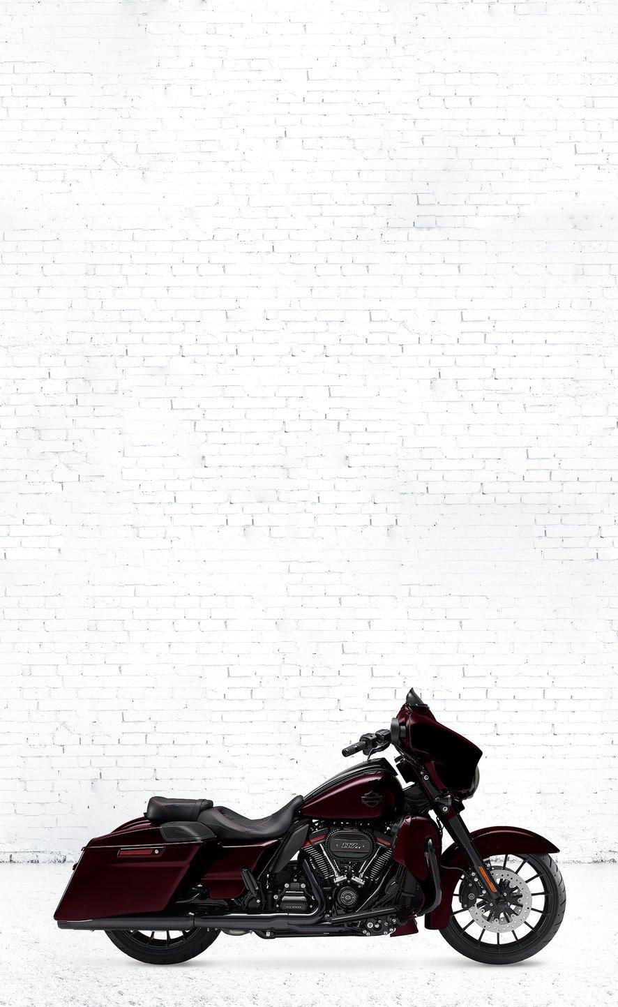 dcb60130921 Scroll left 2019 Harley-Davidson CVO Street Glide motorcycle