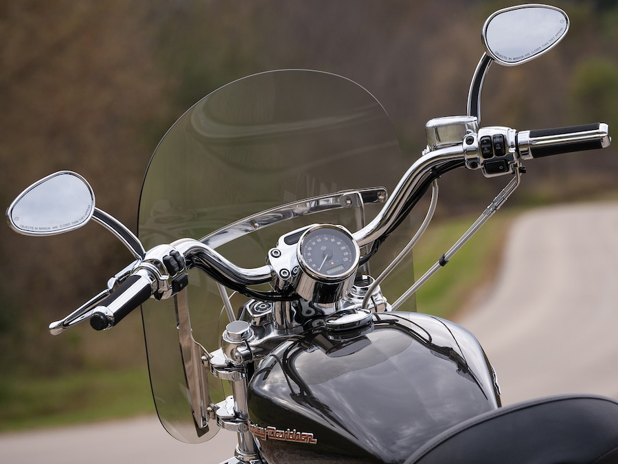 2019 Harley-Davidson 1200 Custom motorcycle handlebars and wind shield