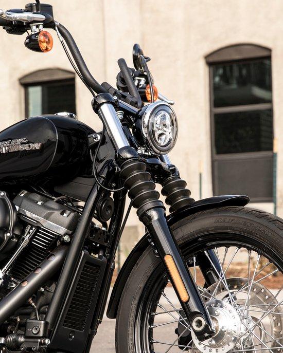 Rear Mono shock on a 2019 Street Bob motorcycle
